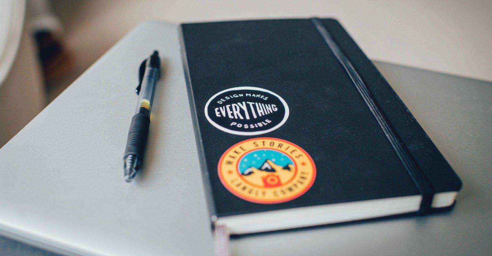 Quaderno con penna