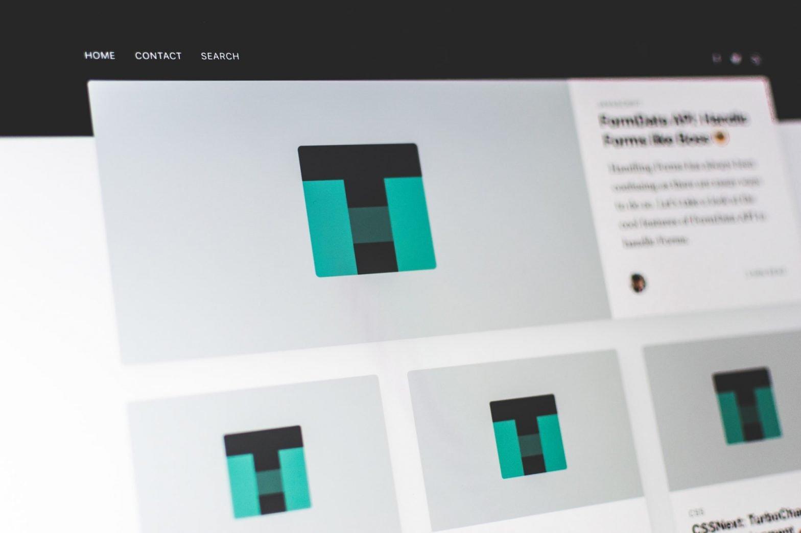 Wireframe di un sito su uno schermo