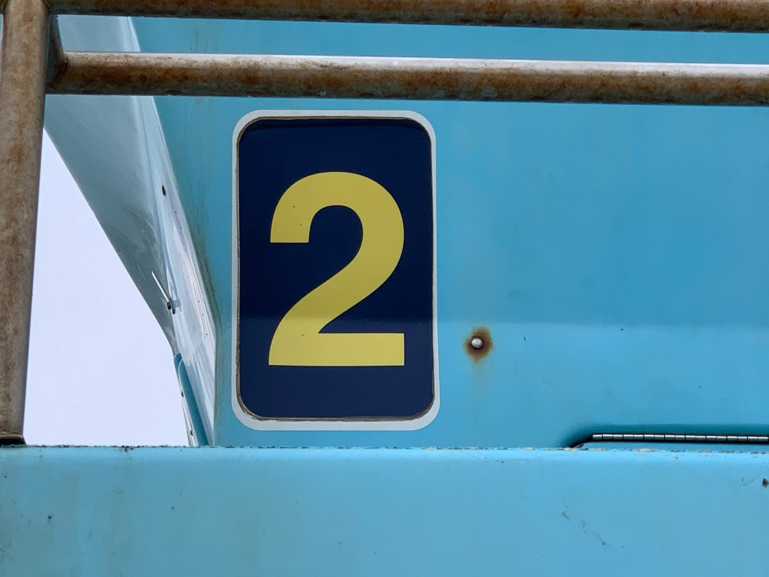 Targa con numero due